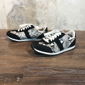 5/$20 Arizona Jeans Co Cute Sneakers, Size 7